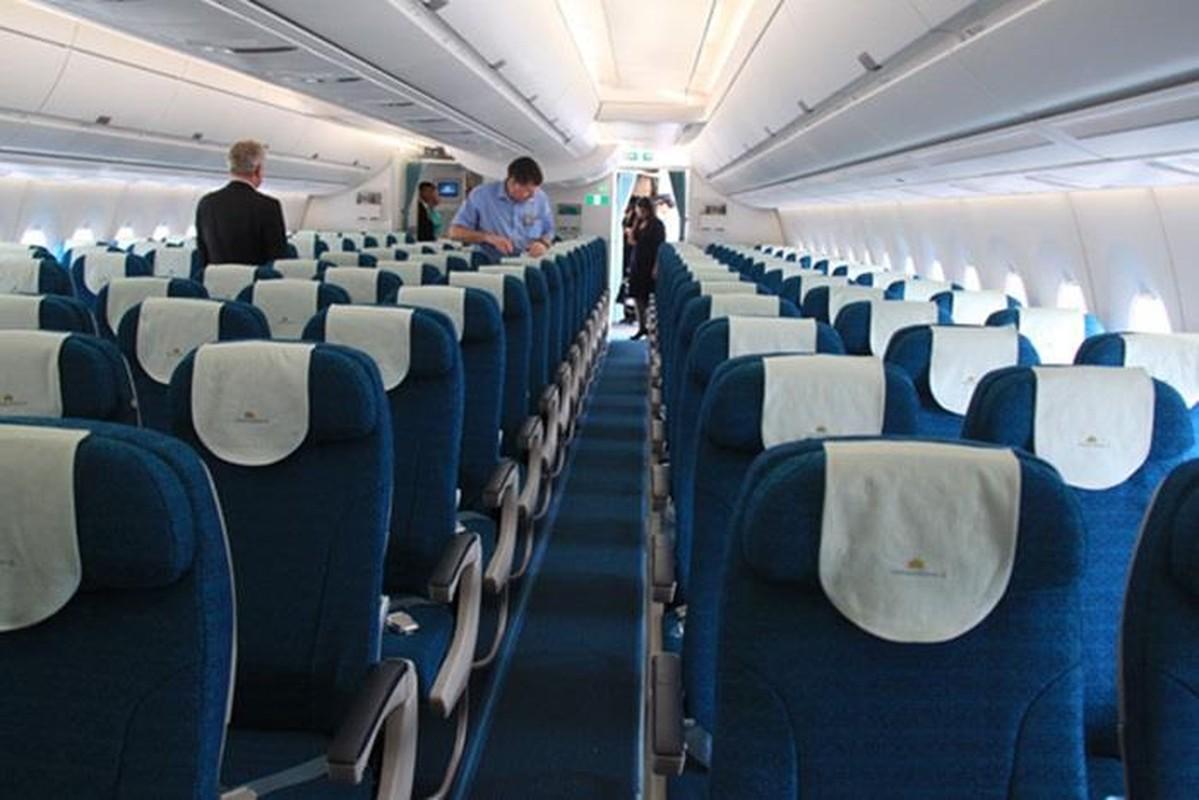 Chi tiet dong may bay vua gap su co no lop cua Vietnam Airlines-Hinh-8