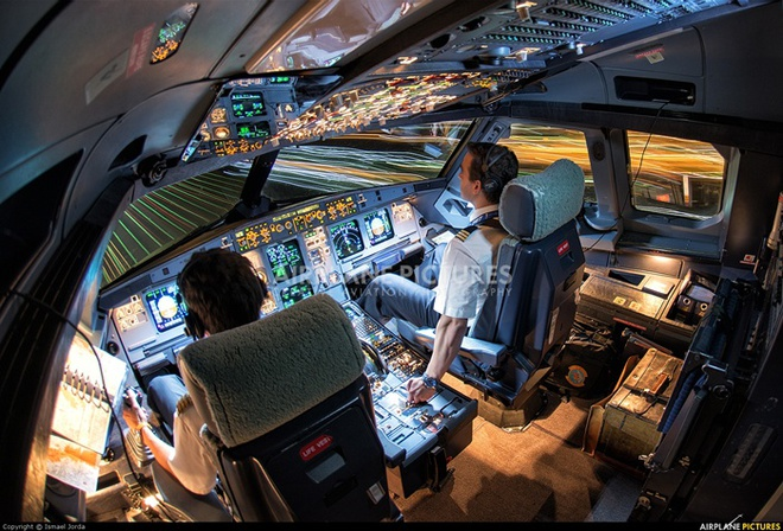 Chi tiet dong may bay vua gap su co no lop cua Vietnam Airlines-Hinh-9