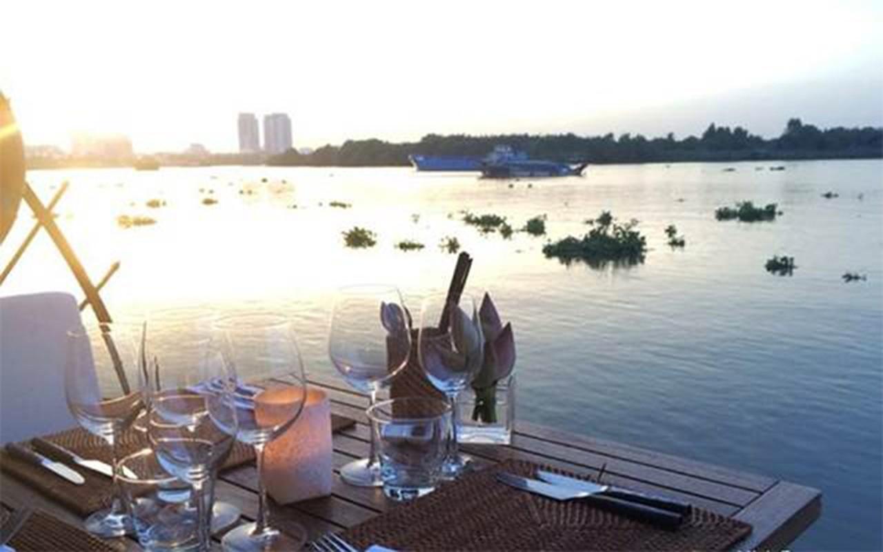 """Quan bar The Deck Saigon vinh danh tot nhat TG co """"menu"""" dat co nao?-Hinh-5"""