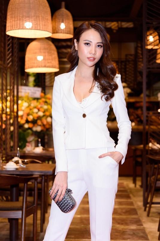 "Nhoc ty nha Cuong Do La - Dam Thu Trang ""ngam thia vang"" tu trong trung-Hinh-9"
