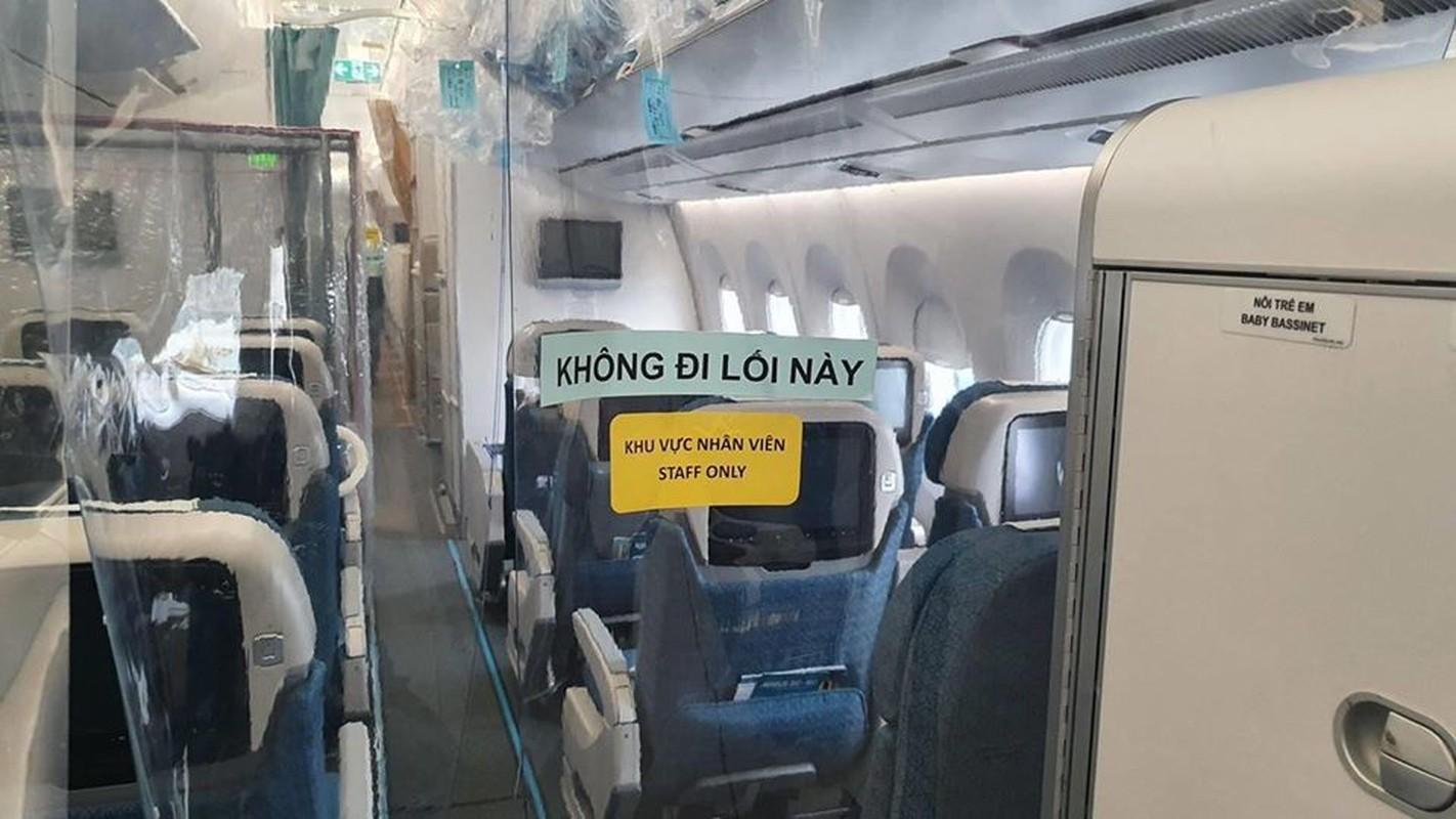 Ben trong may bay don 129 benh nhan COVID-19 tu Guinea Xich dao-Hinh-2