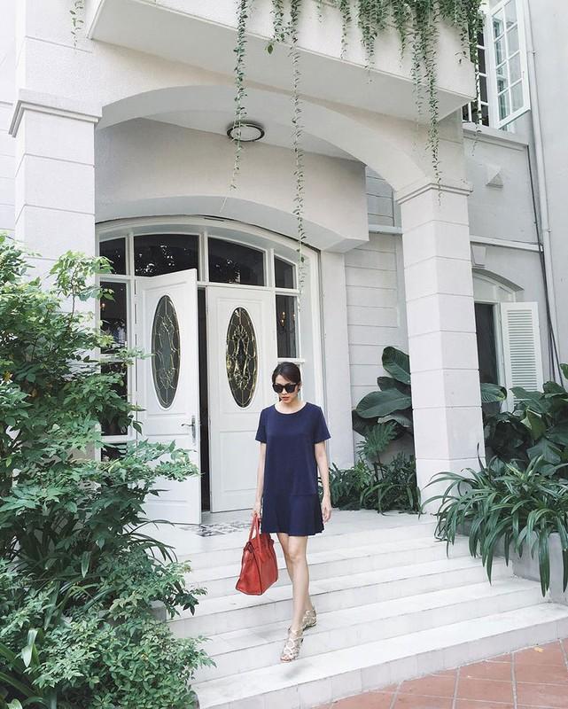 Khong gian sang chanh nha Tang Thanh Ha mua Giang sinh-Hinh-9