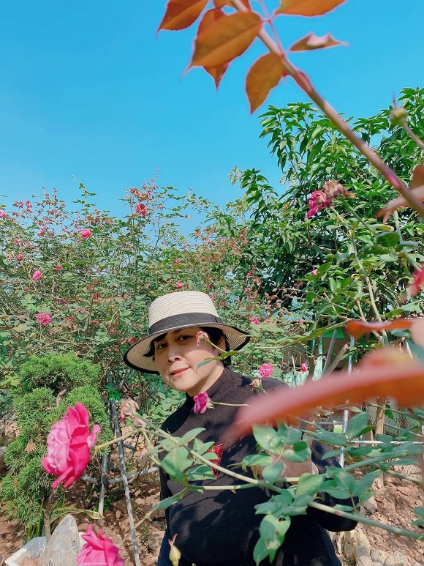 Khu vuon ruc ro sac hoa cua NSND Minh Hang-Hinh-3