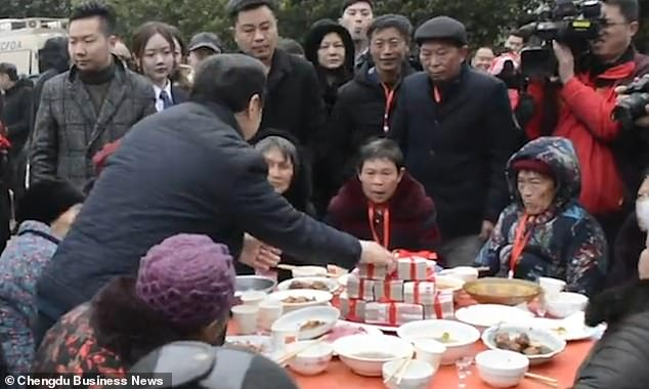 """Choang ngop cach dai gia Trung Quoc """"vung tien"""" thuong Tet-Hinh-3"""