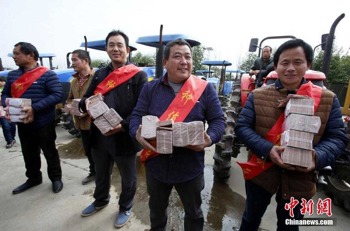 """Choang ngop cach dai gia Trung Quoc """"vung tien"""" thuong Tet-Hinh-9"""