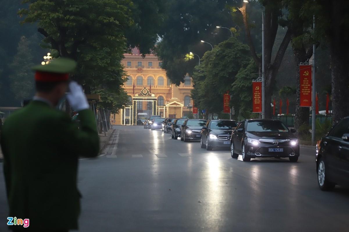 Dai hoi Dang lan thu XIII: Cac dai bieu vieng Chu tich Ho Chi Minh-Hinh-13