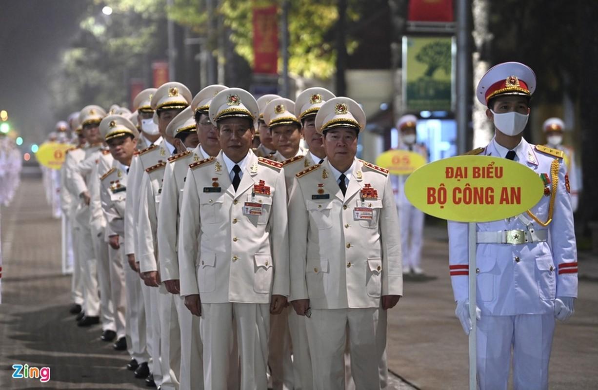 Dai hoi Dang lan thu XIII: Cac dai bieu vieng Chu tich Ho Chi Minh-Hinh-7