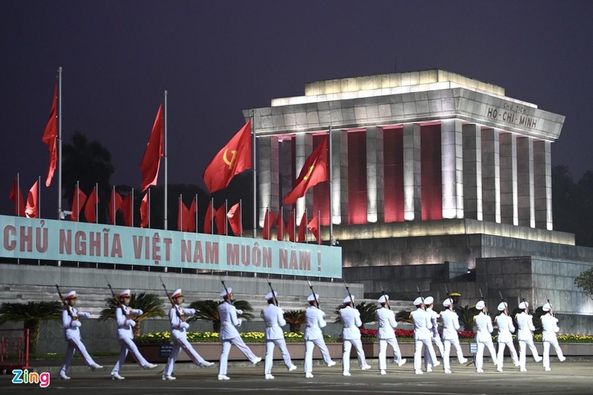 Dai hoi Dang lan thu XIII: Cac dai bieu vieng Chu tich Ho Chi Minh