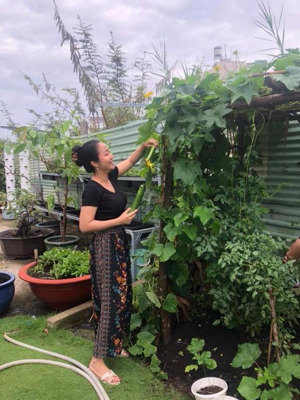 Ben trong biet thu ngap hoa hong cua MC Oc Thanh Van-Hinh-9