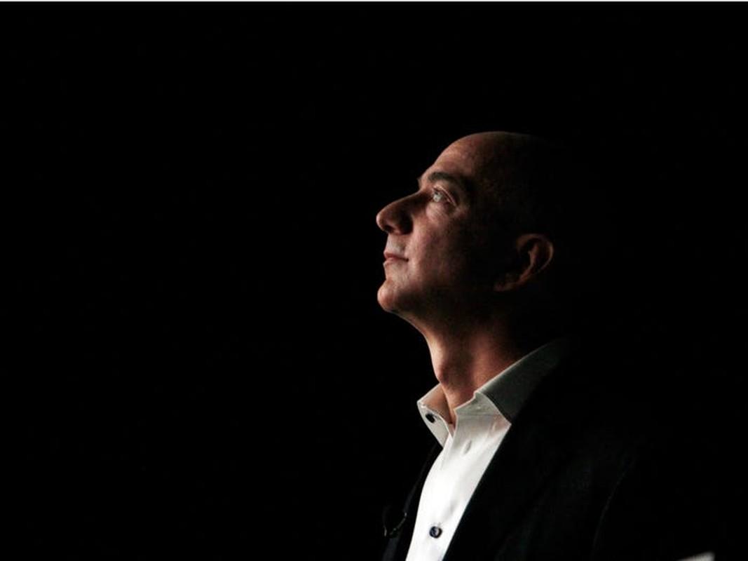 Truoc khi tu chuc CEO, Jeff Bezos xay dung de che Amazon the nao?-Hinh-2