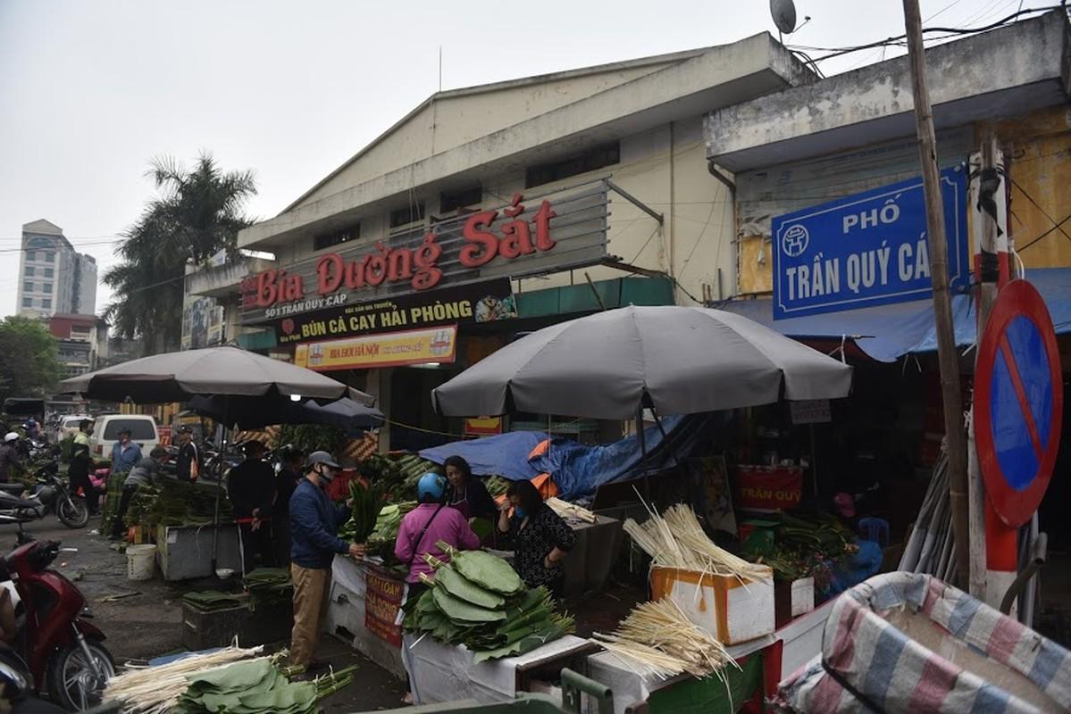 Cho la dong lau doi nhat Ha Noi vang khach ngay giap Tet-Hinh-13