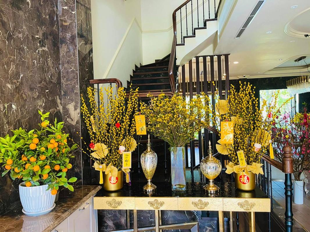Biet thu ven ho ngap sac hoa don Tet cua La Thanh Huyen-Hinh-10