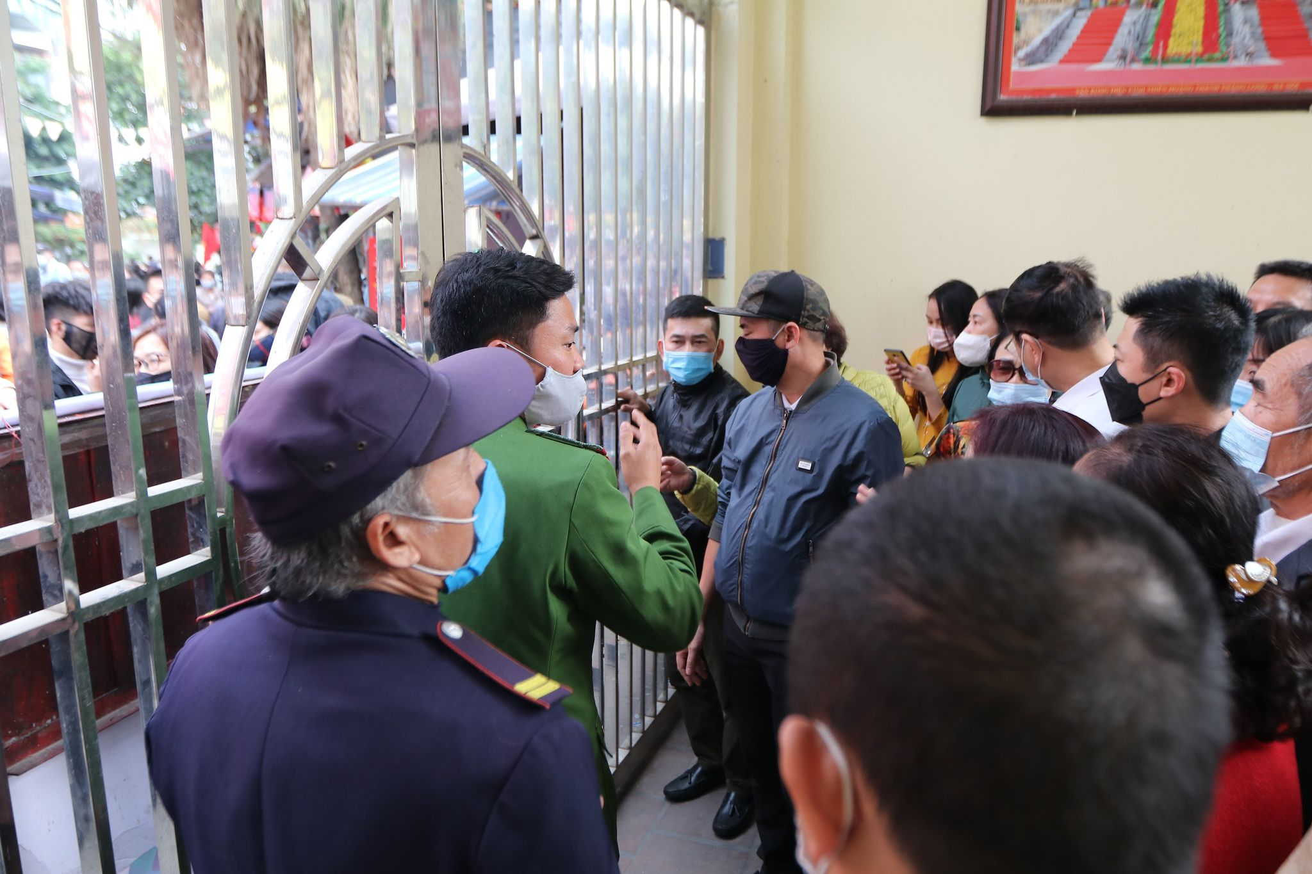 Dong nguoi do ve di le, Phu Tay Ho 3 lan tam dong cua-Hinh-2