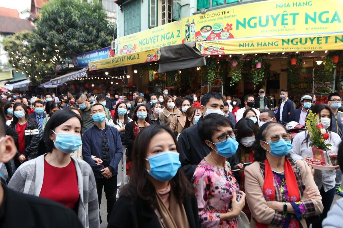 Dong nguoi do ve di le, Phu Tay Ho 3 lan tam dong cua-Hinh-7