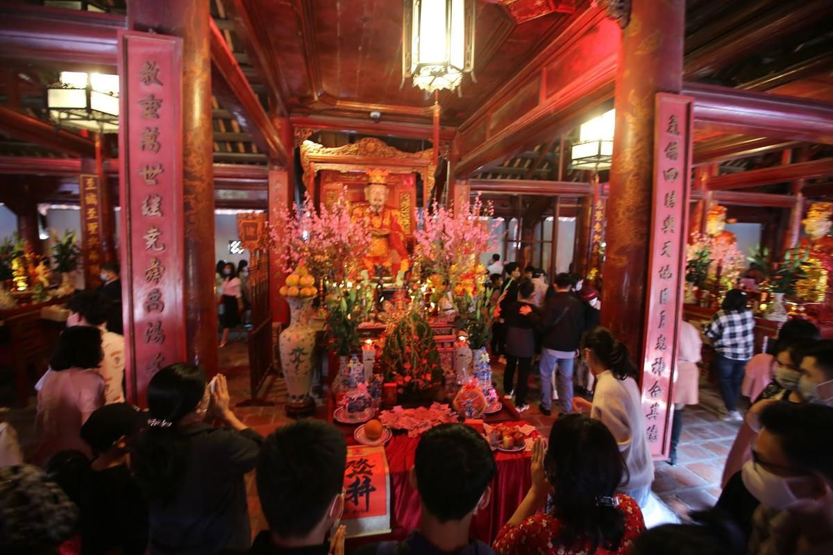 Van Mieu - Quoc Tu Giam: Kiem tra nhiet do truoc khi vao du Xuan-Hinh-9