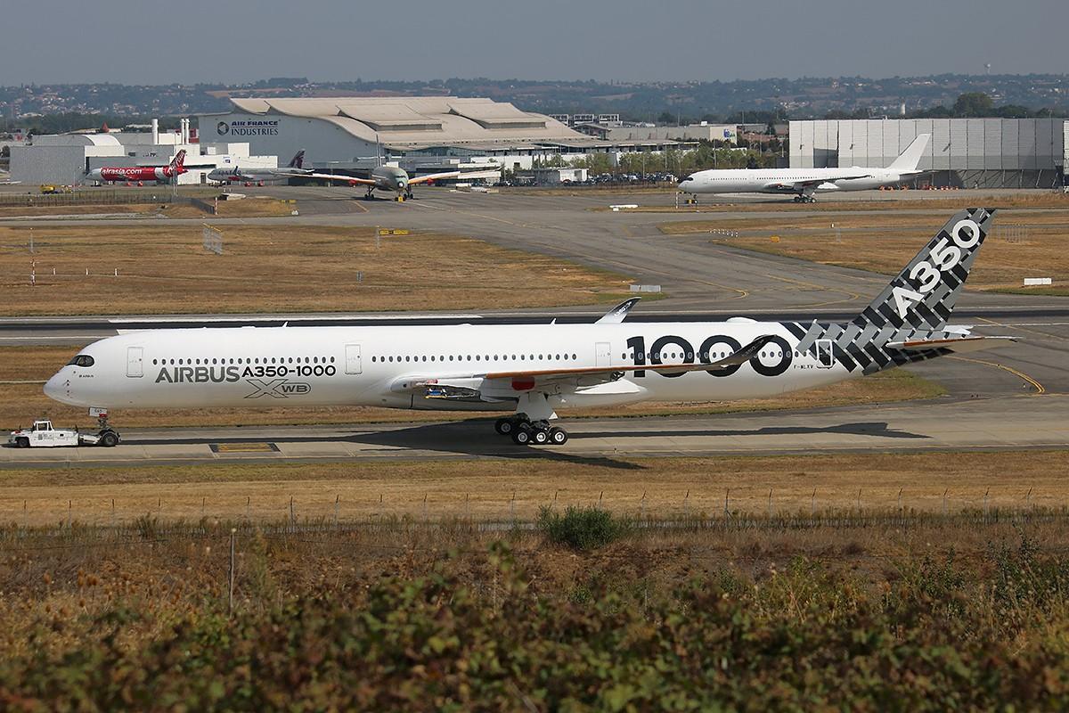 """Kham pha """"sieu may bay"""" Airbus A350 bi chim troi lam rach vo canh-Hinh-3"""