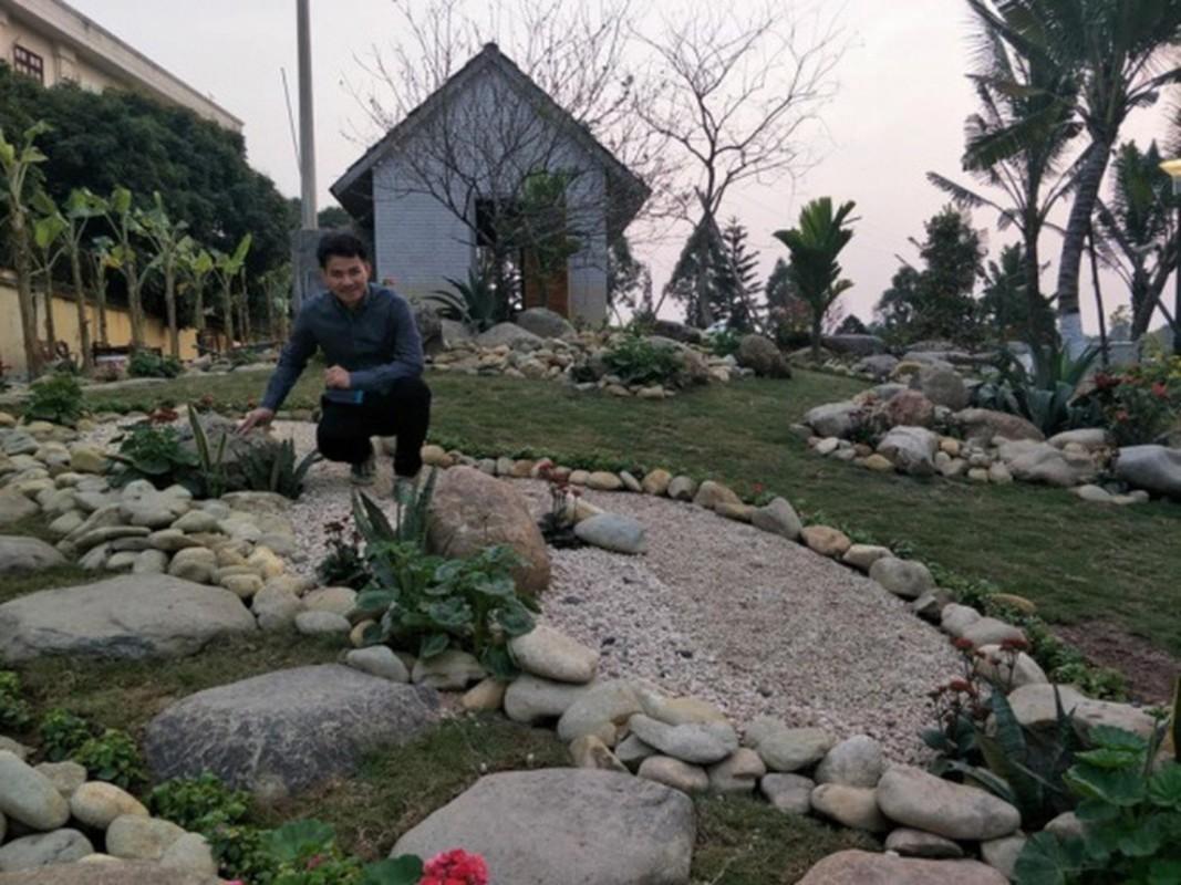 """Choang ngop """"biet phu"""" xa hoa cua nghe si Xuan Bac giua Ha Noi"""