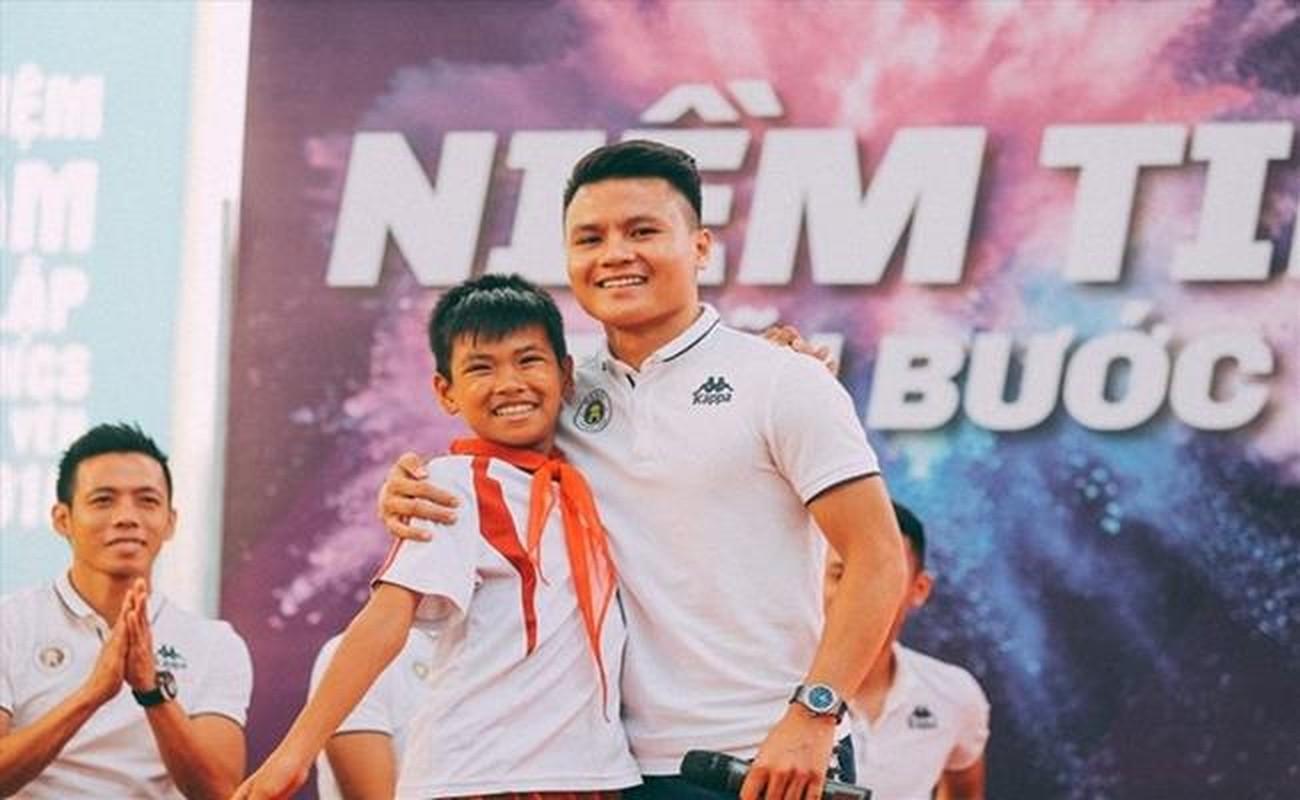 "Ngoai bong da, cau thu Viet con co kenh ""sinh tien"" nao khac?-Hinh-11"
