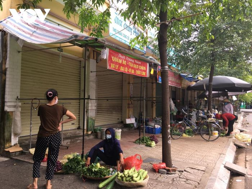Cho coc hop ngay tren via he o Ha Noi bat chap Chi thi 16-Hinh-4