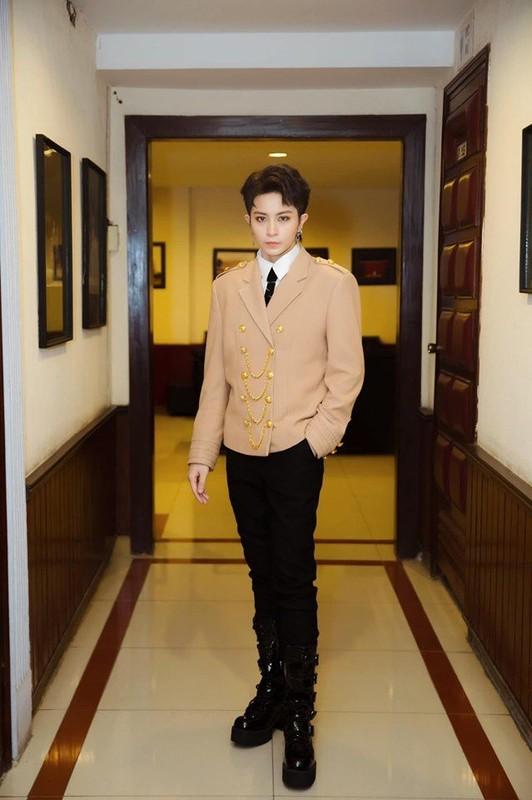 Hoang Thuy Linh va Gil Le giau