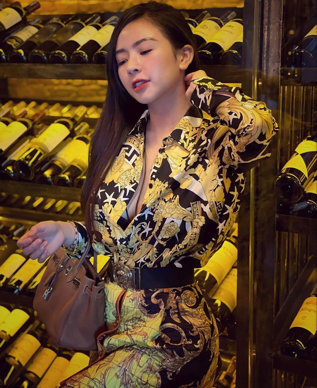"Thu choi hang hieu cua hotgirl duoc thanh nien Trung Quoc ""xin cuoi""-Hinh-4"