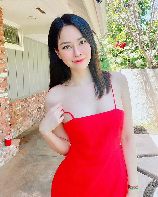 Choang con dau ty phu bo cu Ngoc Trinh om hang chuc tui Hermes mot lan shopping