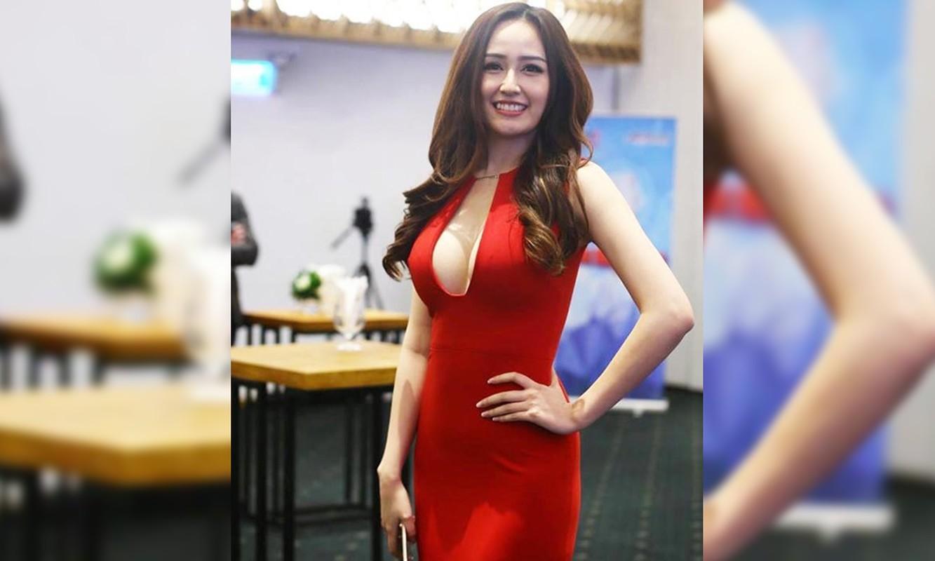 Khoe vong 1 khung, Mai Phuong Thuy cu dien vay xe sau la lai ho henh suyt 'lo hang'-Hinh-6
