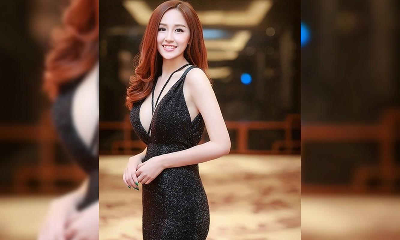 Khoe vong 1 khung, Mai Phuong Thuy cu dien vay xe sau la lai ho henh suyt 'lo hang'-Hinh-7