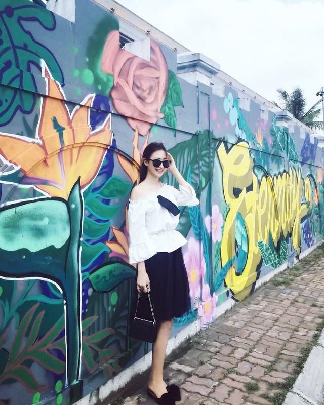 Gioi tre Ha thanh thich thu check in buc tuong hoa Thien Dieu-Hinh-4
