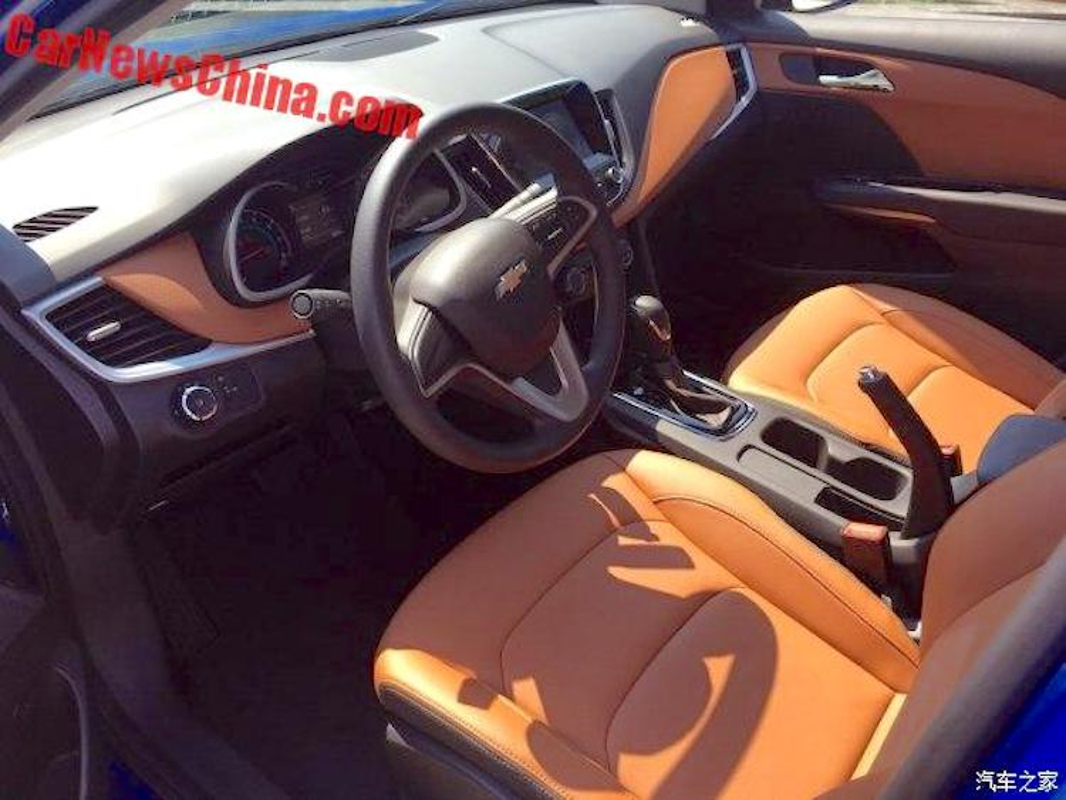 """Sedan Chevrolet Cavalier """"sieu re"""" gia chi 267 trieu dong-Hinh-4"""