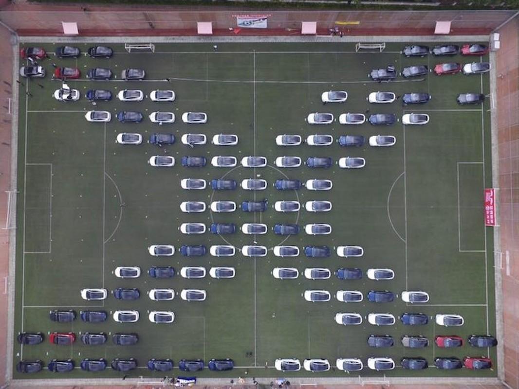 Hang tram sieu xe dien Tesla xep lop tai Trung Quoc-Hinh-4