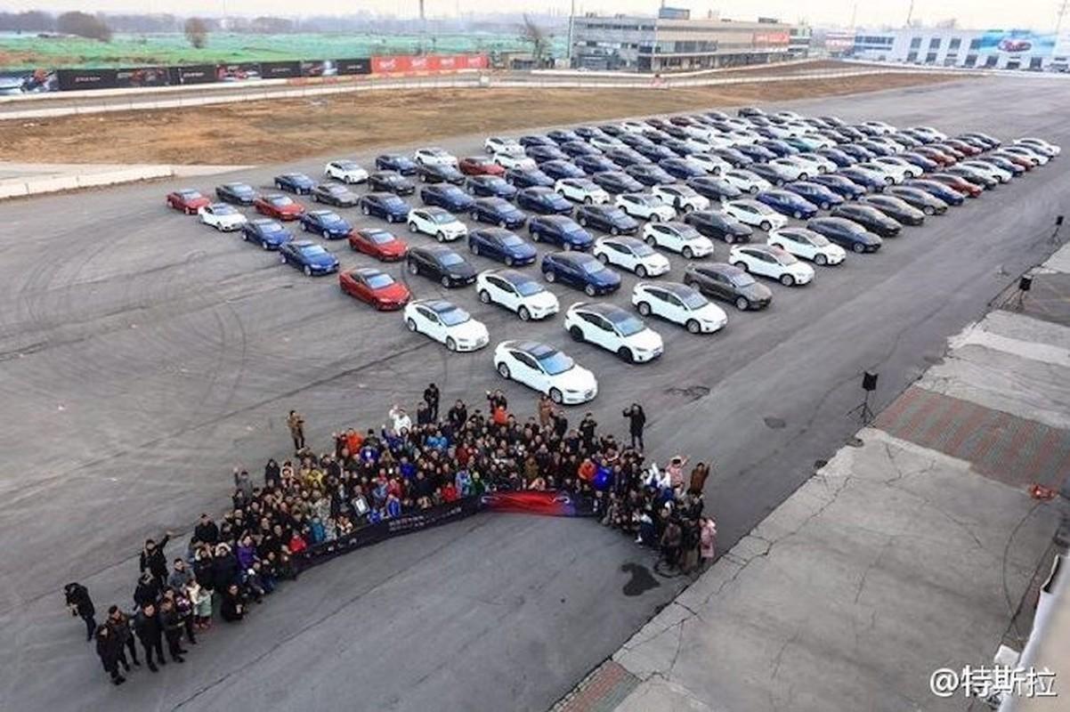 Hang tram sieu xe dien Tesla xep lop tai Trung Quoc