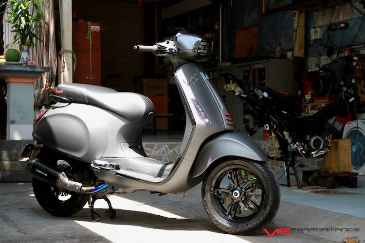 "Dan choi Sai Gon do ""khung"" xe ga Piaggio Vespa Sprint-Hinh-2"