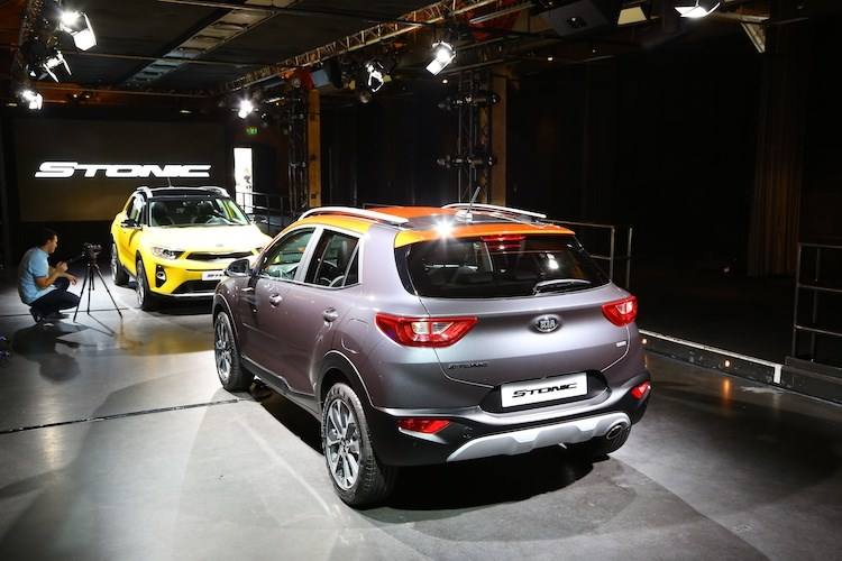 Bo doi xe gia re Hyundai Kona va Kia Stonic co gi?-Hinh-3