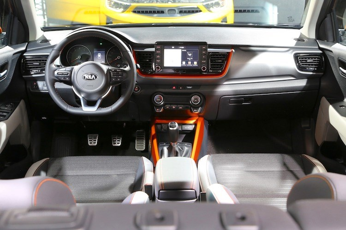 Bo doi xe gia re Hyundai Kona va Kia Stonic co gi?-Hinh-4
