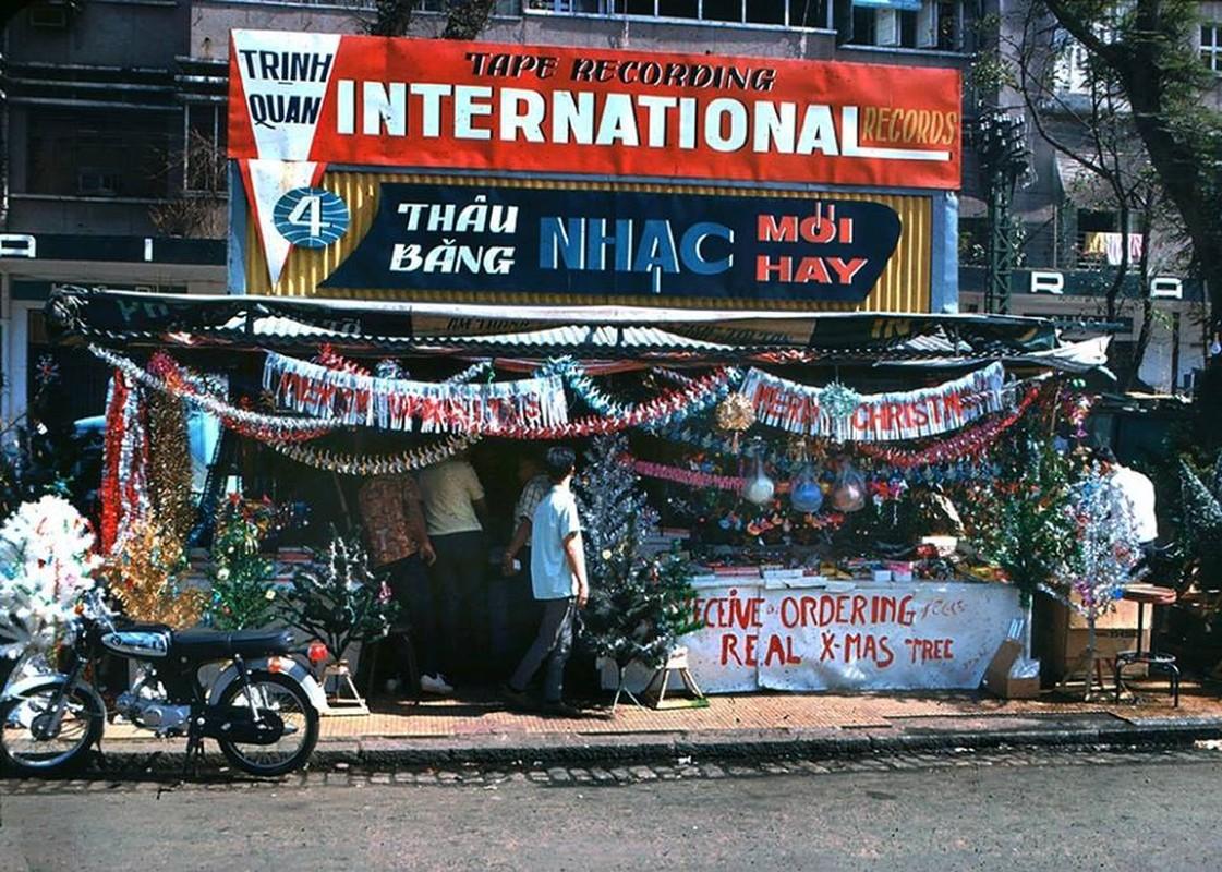 Anh sieu doc: Giang sinh Sai Gon truoc 1975 ruc ro the nao?-Hinh-10