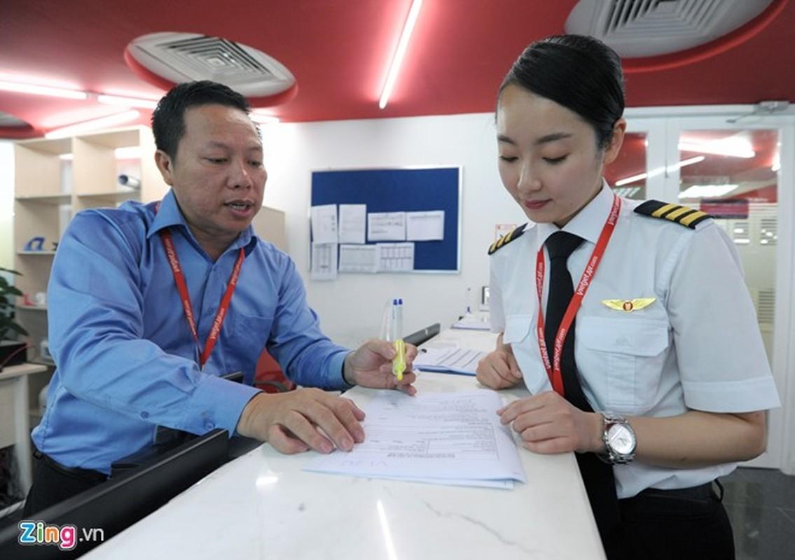 ngam nu phi cong Han Quoc xinh dep tren duong bay VN-Hinh-2