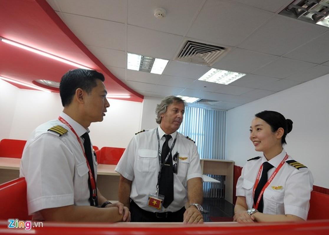 ngam nu phi cong Han Quoc xinh dep tren duong bay VN-Hinh-3