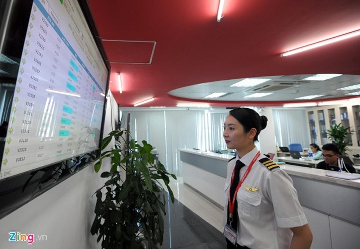 ngam nu phi cong Han Quoc xinh dep tren duong bay VN-Hinh-4
