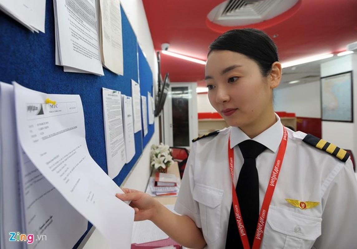 ngam nu phi cong Han Quoc xinh dep tren duong bay VN-Hinh-5