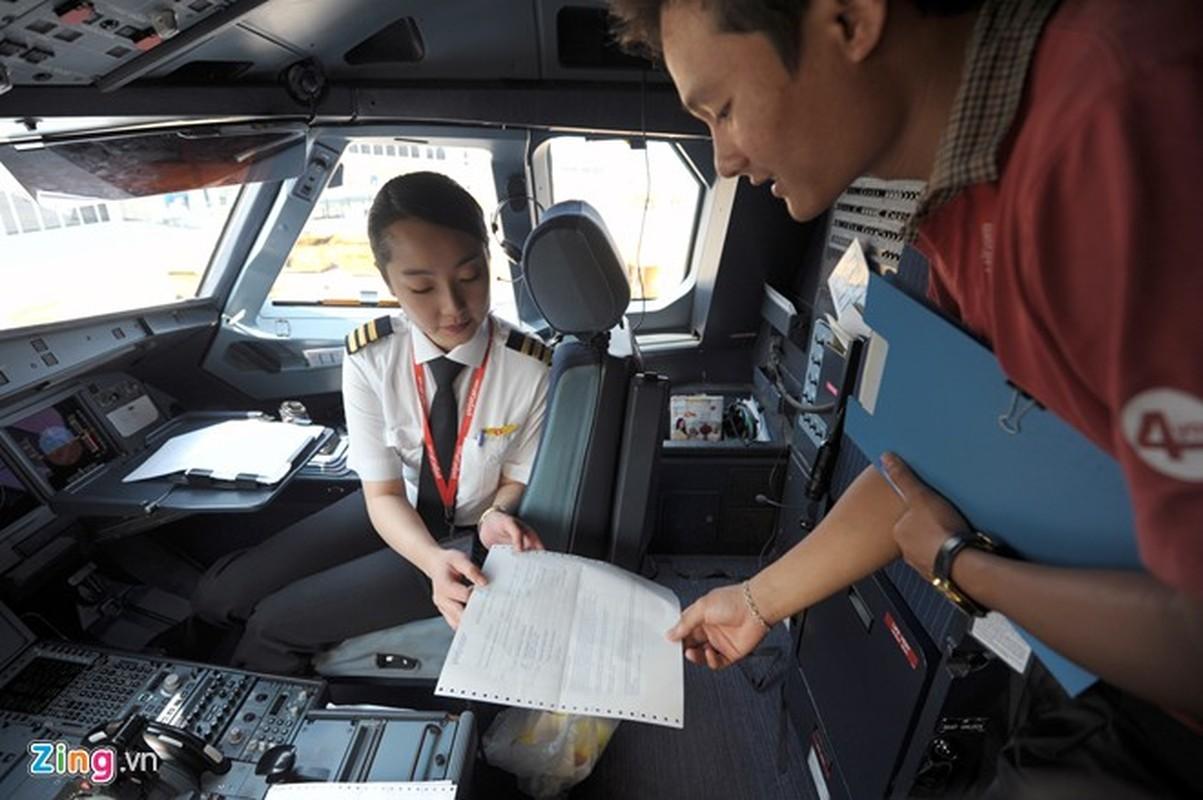 ngam nu phi cong Han Quoc xinh dep tren duong bay VN-Hinh-6