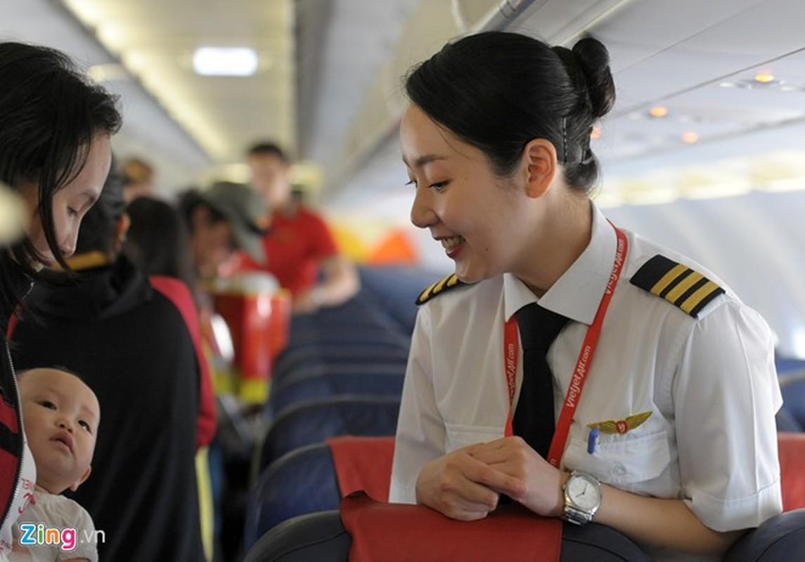 ngam nu phi cong Han Quoc xinh dep tren duong bay VN-Hinh-7