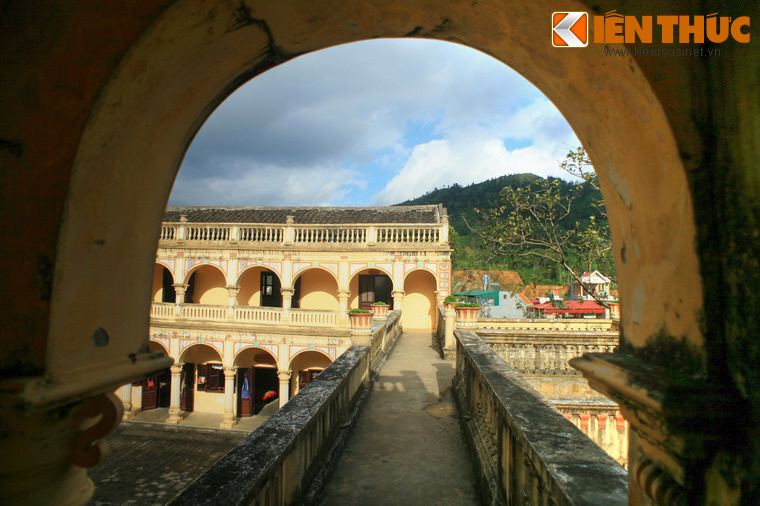 Can canh toa dinh thu co be the nhat vung Tay Bac-Hinh-9