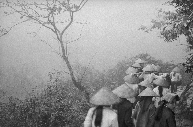 Canh tray hoi chua Huong nam 1990 qua ong kinh Tay-Hinh-3
