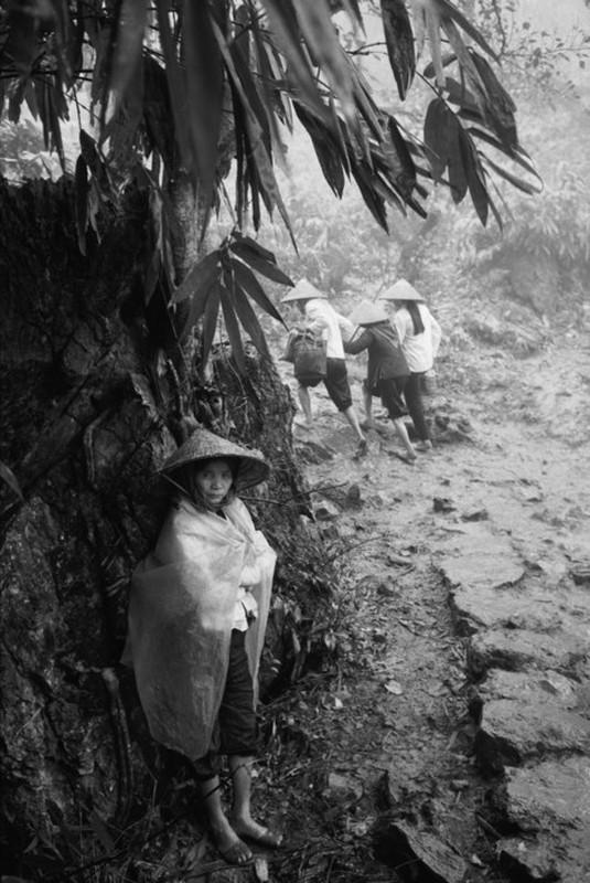 Canh tray hoi chua Huong nam 1990 qua ong kinh Tay-Hinh-6