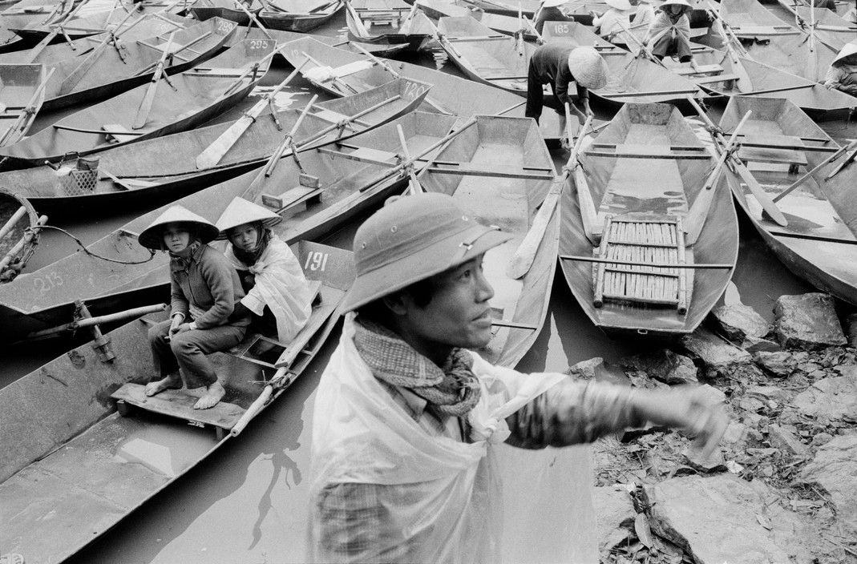 Canh tray hoi chua Huong nam 1990 qua ong kinh Tay