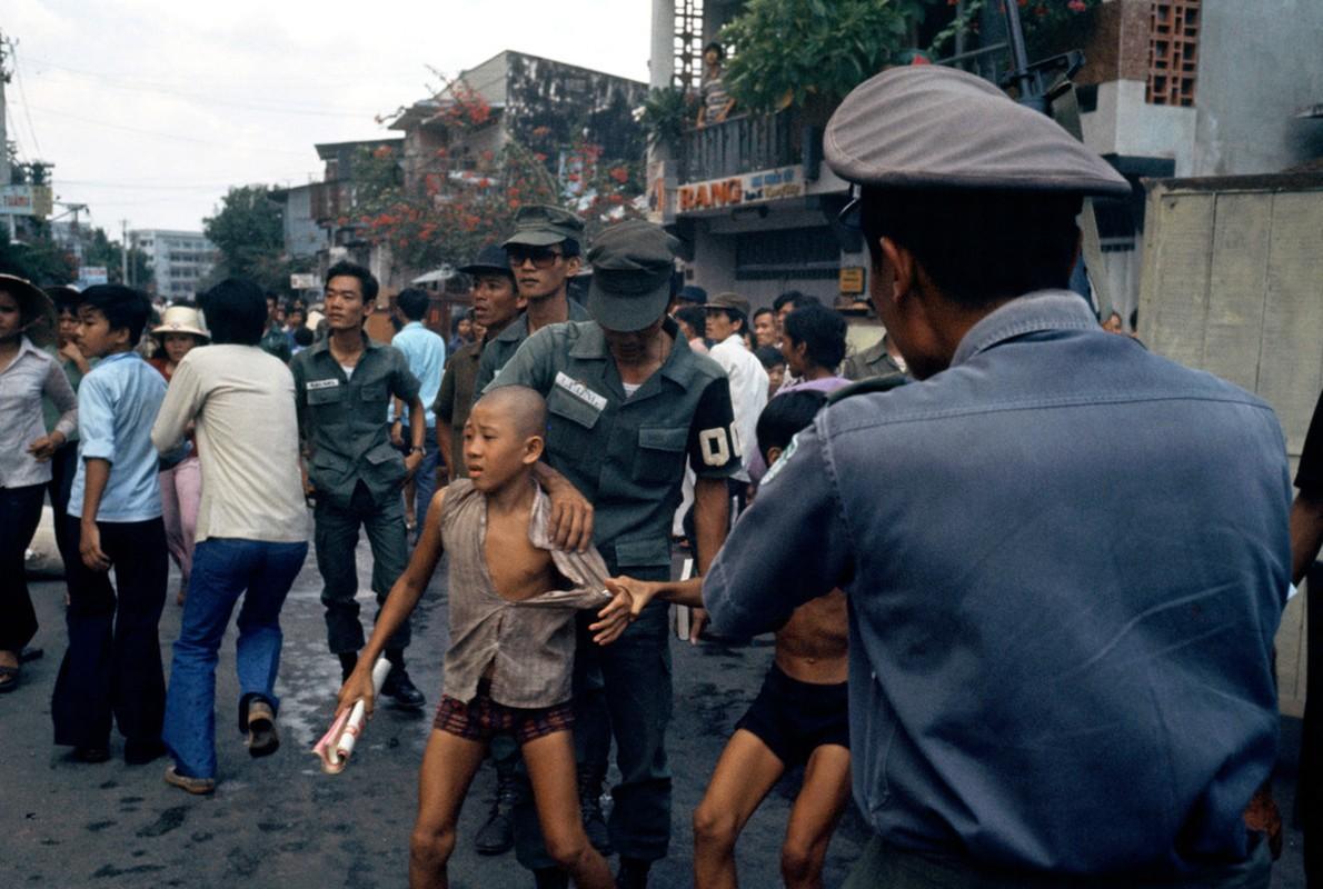 Nhung ngay cuoi cua chien tranh Viet Nam qua anh Hiroji Kubota (1)-Hinh-3