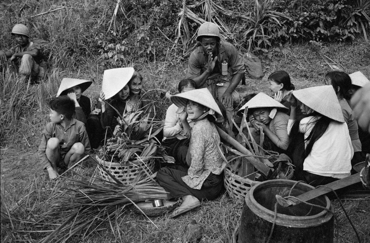 Chien tranh Viet Nam qua ong kinh nu phong vien Phap (1)-Hinh-10