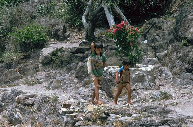 Anh doc: Dien mao ho ca Tri Nguyen o Nha Trang nam 1992-Hinh-10
