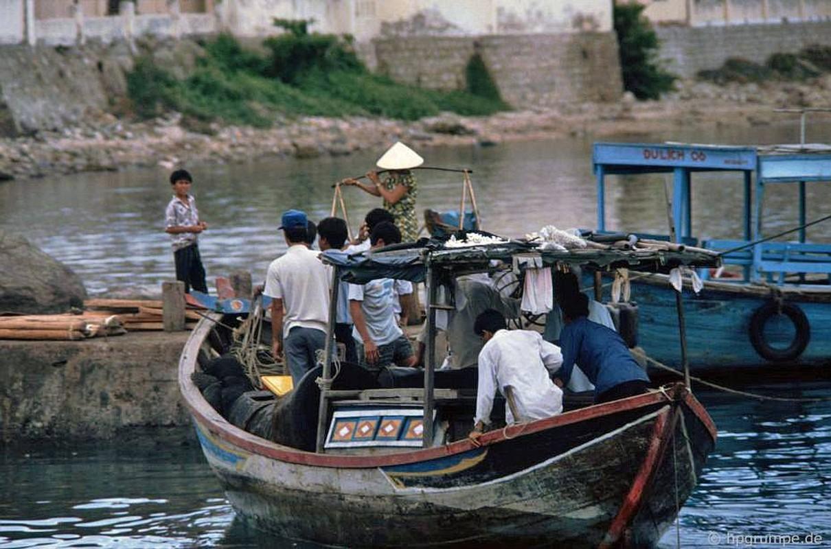 Anh doc: Dien mao ho ca Tri Nguyen o Nha Trang nam 1992-Hinh-8